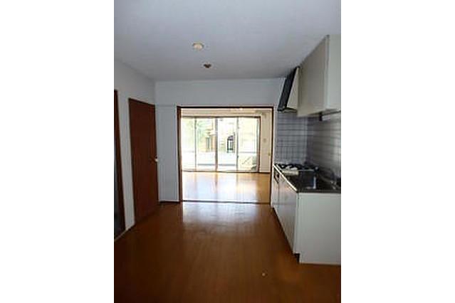 1DK Apartment to Rent in Yokohama-shi Kanagawa-ku Living Room