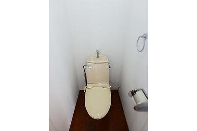 1DK Apartment to Rent in Yokohama-shi Kanagawa-ku Toilet