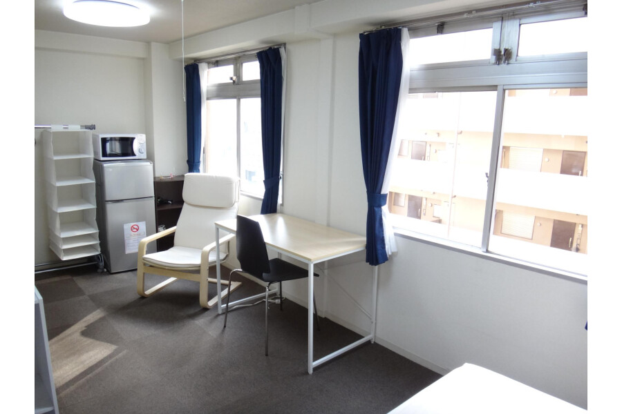 1R Apartment to Rent in Osaka-shi Chuo-ku Living Room