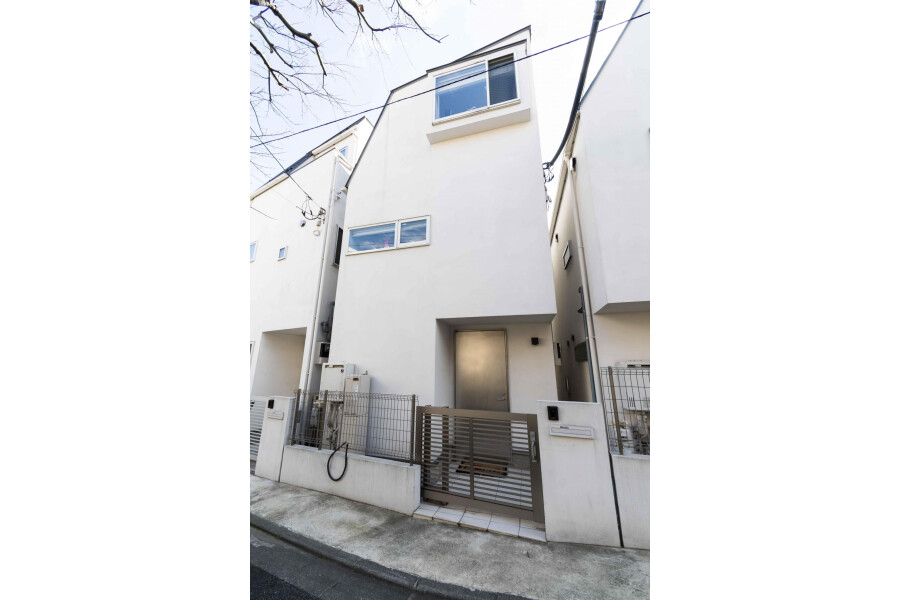 2SLDK House to Buy in Minato-ku Exterior