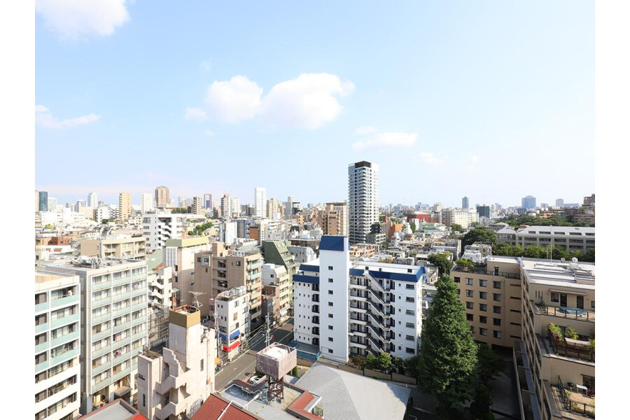1LDK Apartment to Buy in Minato-ku View