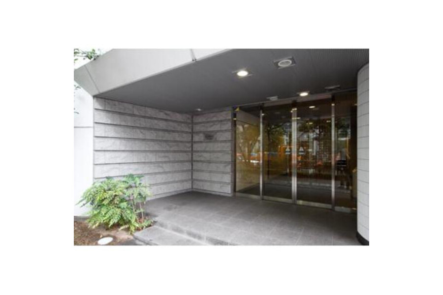 1LDK Apartment to Rent in Chuo-ku Entrance Hall