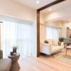 在港區購買2LDK 公寓大廈的房產 起居室