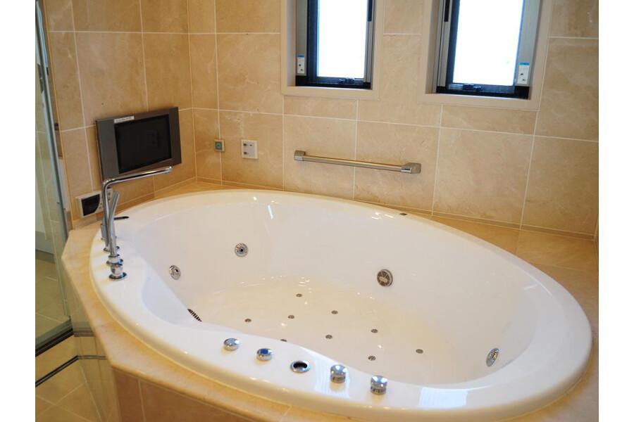 2LDK Apartment to Buy in Shibuya-ku Bathroom