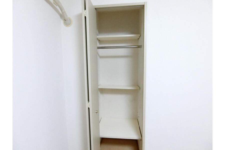 2SLDK Apartment to Rent in Yokohama-shi Kohoku-ku Storage