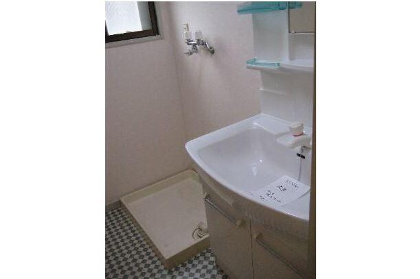 4LDK Apartment to Rent in Nagoya-shi Meito-ku Washroom