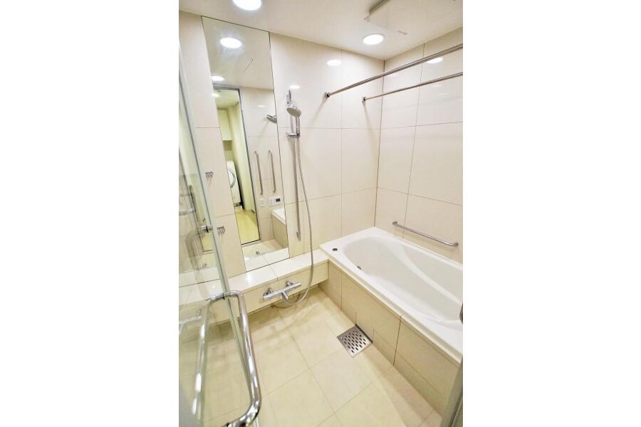 2LDK Apartment to Buy in Minato-ku Interior