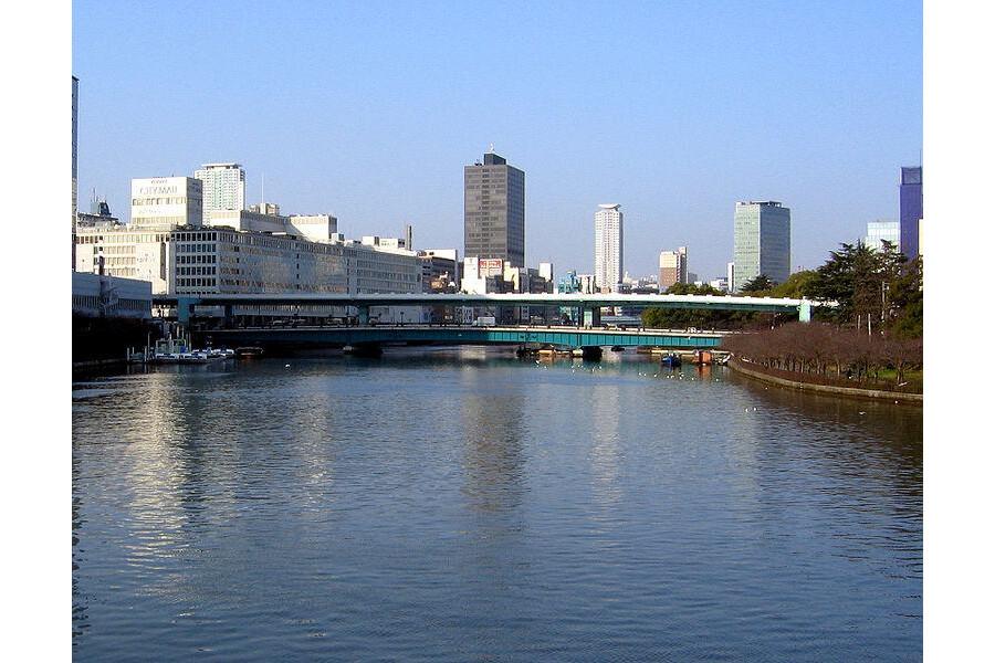 1K Apartment to Rent in Osaka-shi Chuo-ku Park