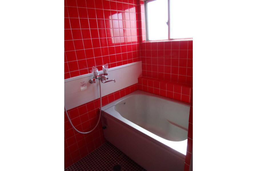 1LDK Apartment to Rent in Toyonaka-shi Bathroom