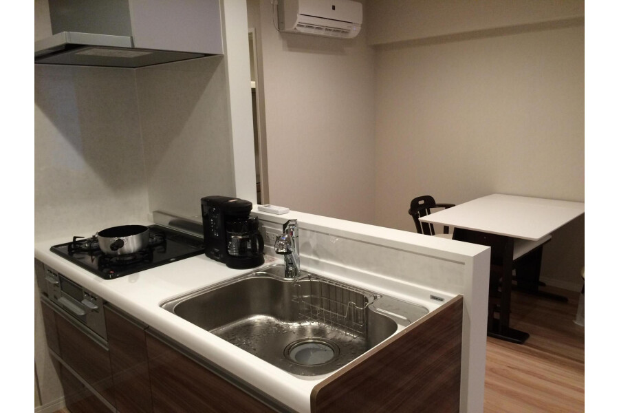 2LDK Apartment to Rent in Minato-ku Kitchen