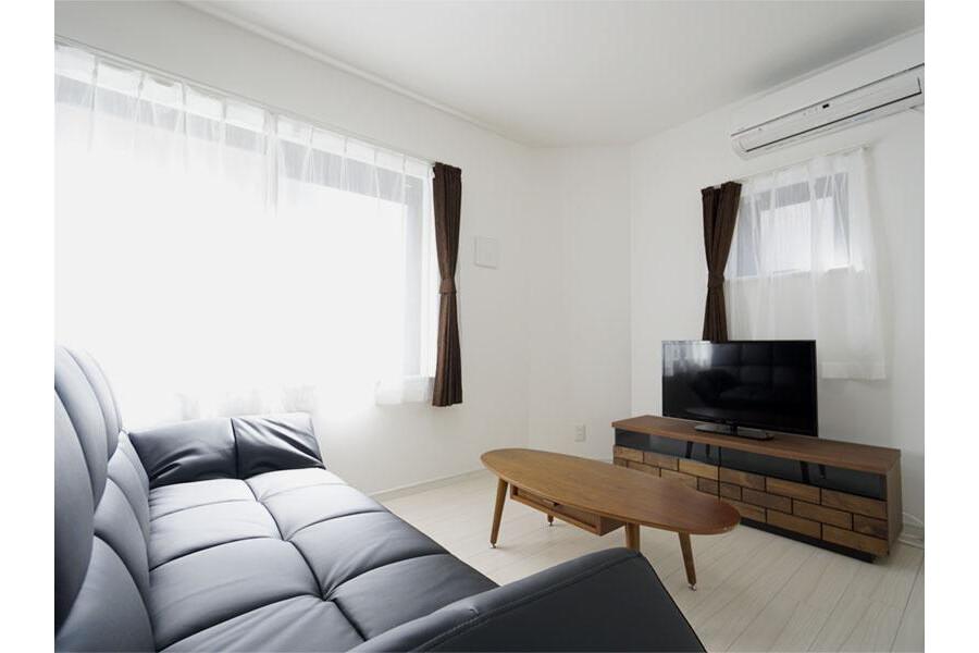 1LDK Apartment to Rent in Ota-ku Living Room