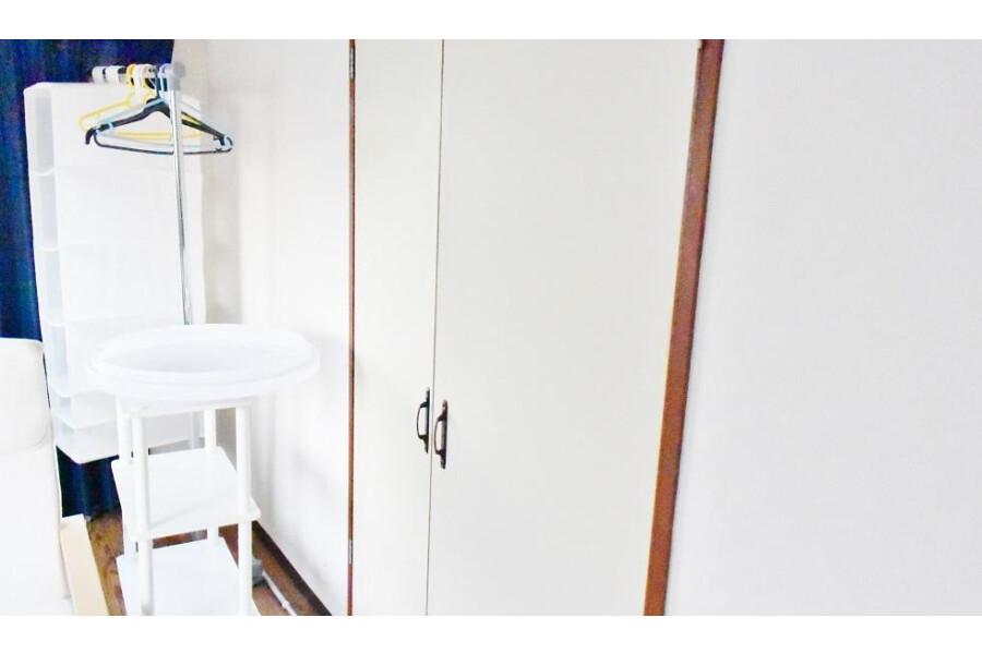 1K Apartment to Rent in Osaka-shi Miyakojima-ku Storage