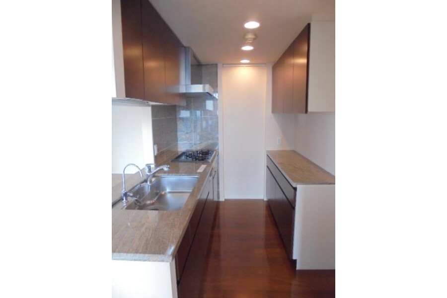 2LDK Apartment to Buy in Shinagawa-ku Kitchen