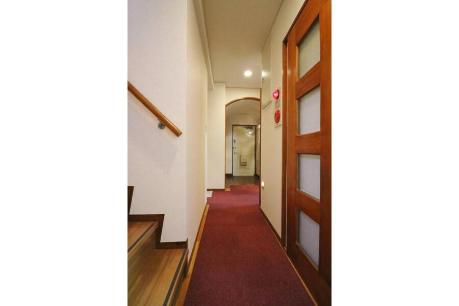 3LDK Apartment to Rent in Nakano-ku Entrance