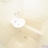 1K Apartment to Rent in Yokohama-shi Kanagawa-ku Bathroom