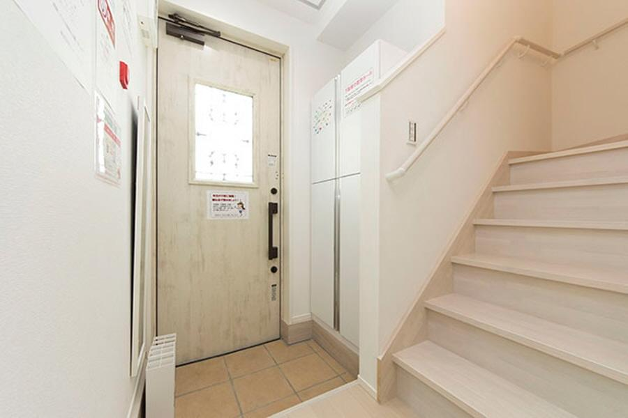 Private Guesthouse to Rent in Suginami-ku Entrance