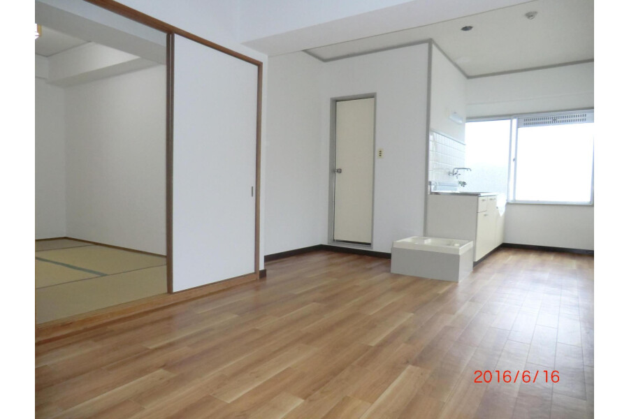 1R Apartment to Rent in Ibaraki-shi Living Room