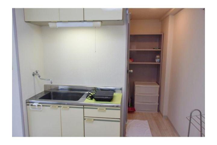 1R Apartment to Rent in Osaka-shi Chuo-ku Kitchen