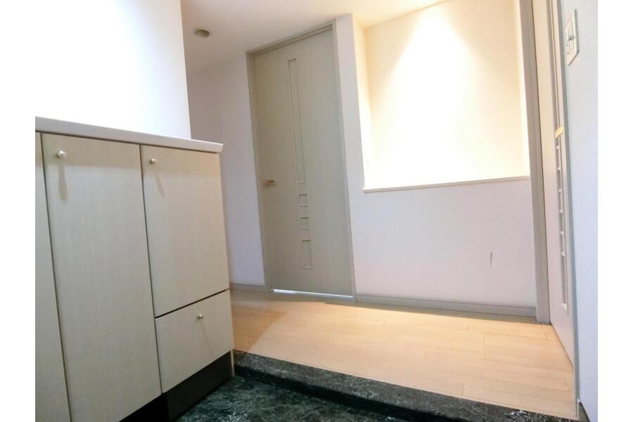 2SLDK Apartment to Rent in Yokohama-shi Kohoku-ku Entrance