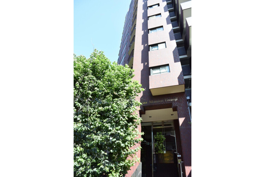 3DK Apartment to Rent in Osaka-shi Tennoji-ku Exterior
