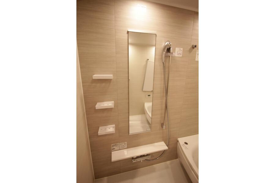 3LDK Apartment to Rent in Yokohama-shi Aoba-ku Bathroom
