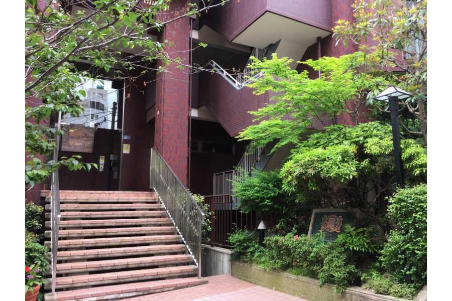 3DK Apartment to Rent in Osaka-shi Tennoji-ku Entrance