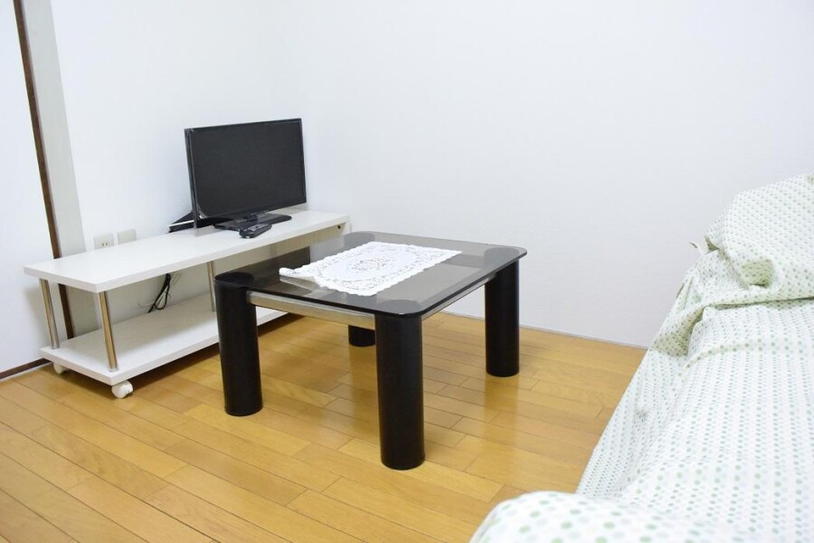 2DK Apartment to Rent in Osaka-shi Tennoji-ku Living Room