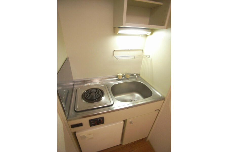 1K Apartment to Rent in Kawasaki-shi Takatsu-ku Kitchen