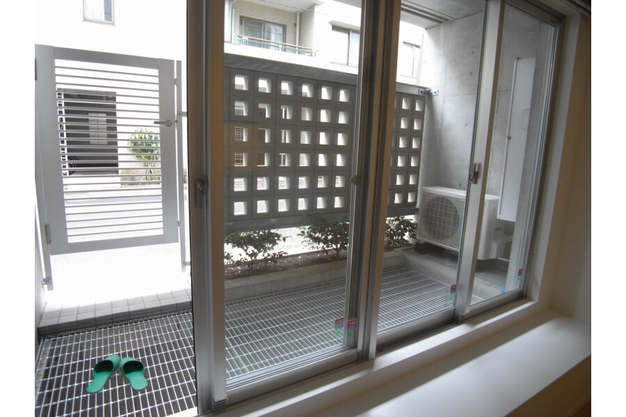 2LDK Apartment to Rent in Setagaya-ku Balcony / Veranda
