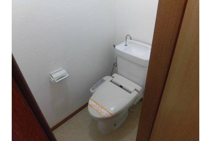 1LDK Apartment to Rent in Meguro-ku Toilet