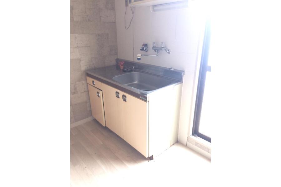 1K Apartment to Rent in Osaka-shi Higashiyodogawa-ku Kitchen