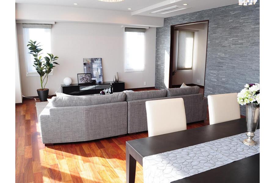 3LDK Apartment to Buy in Chiyoda-ku Living Room