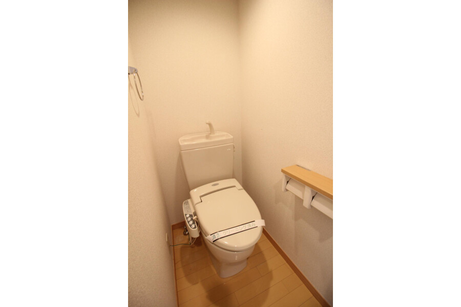 1R Apartment to Rent in Bunkyo-ku Toilet