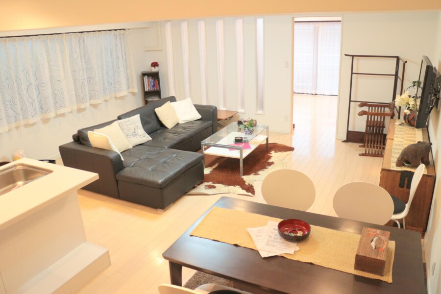 2LDK Apartment to Rent in Minato-ku Floorplan