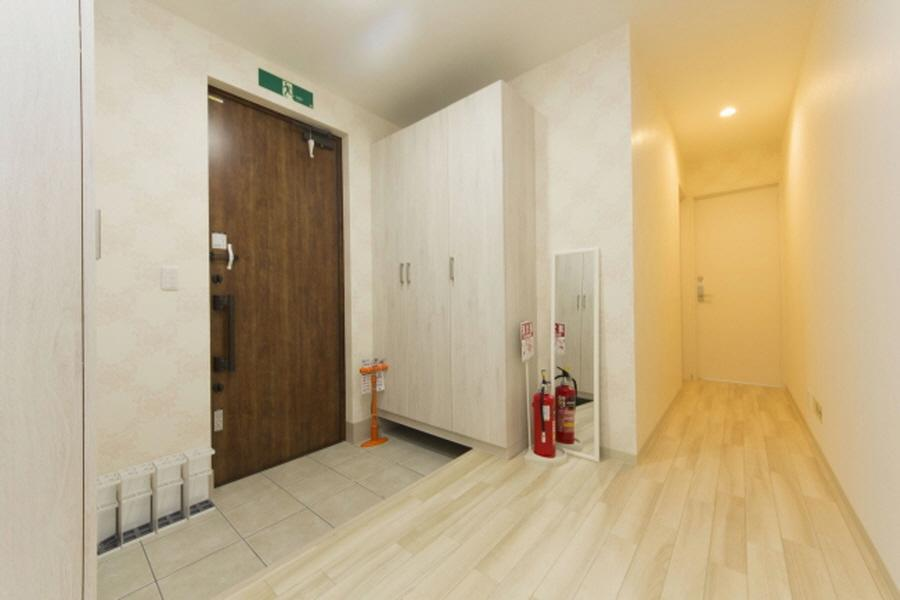 Private Serviced Apartment to Rent in Nakano-ku Entrance