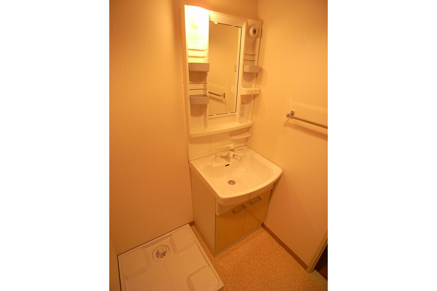 2LDK Apartment to Rent in Sagamihara-shi Minami-ku Washroom