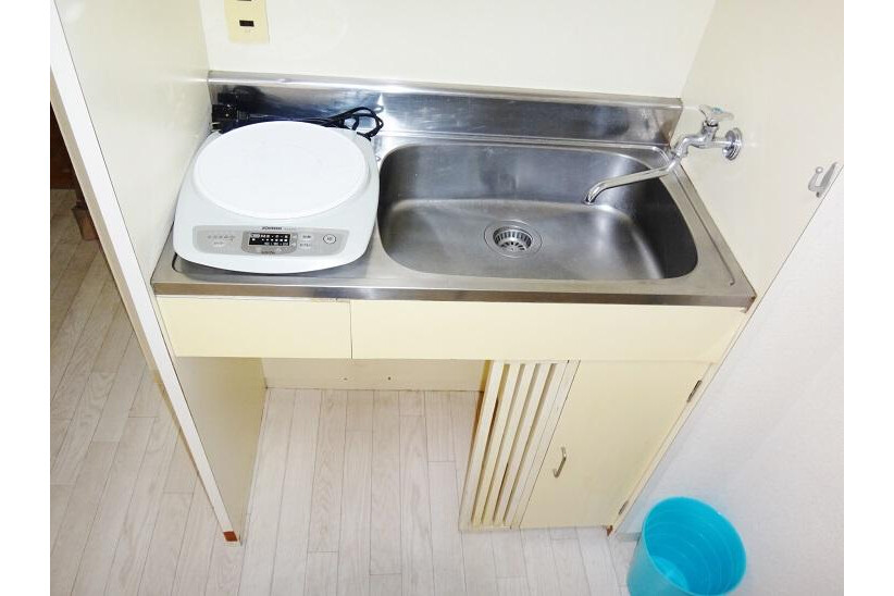1R Apartment to Rent in Osaka-shi Chuo-ku Kitchen