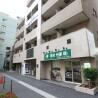 1K Apartment to Rent in Minato-ku Shopping Mall
