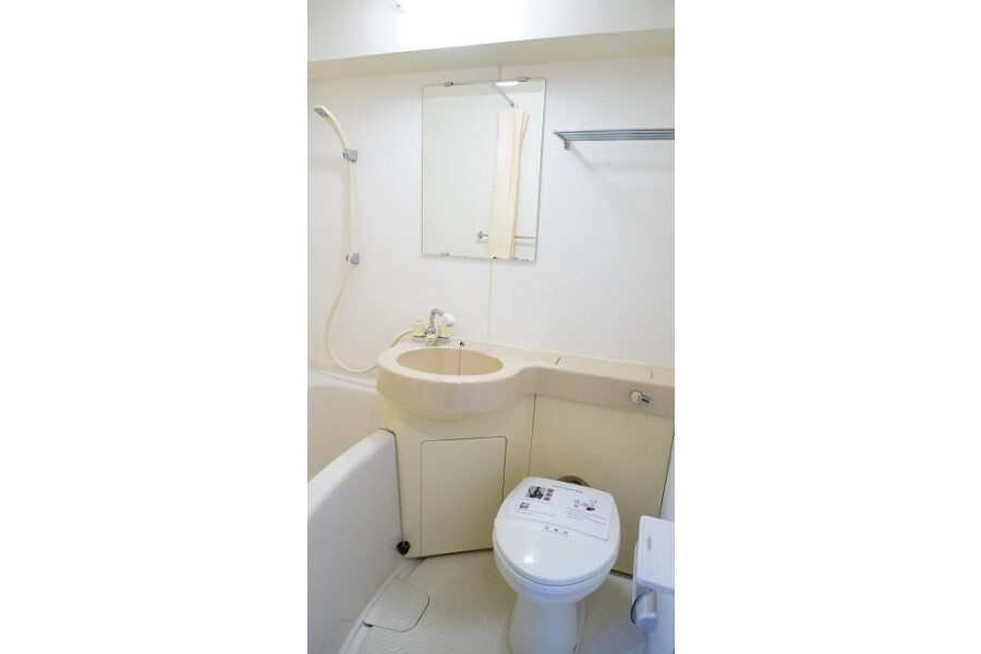 1K Apartment to Rent in Kyoto-shi Nakagyo-ku Bathroom