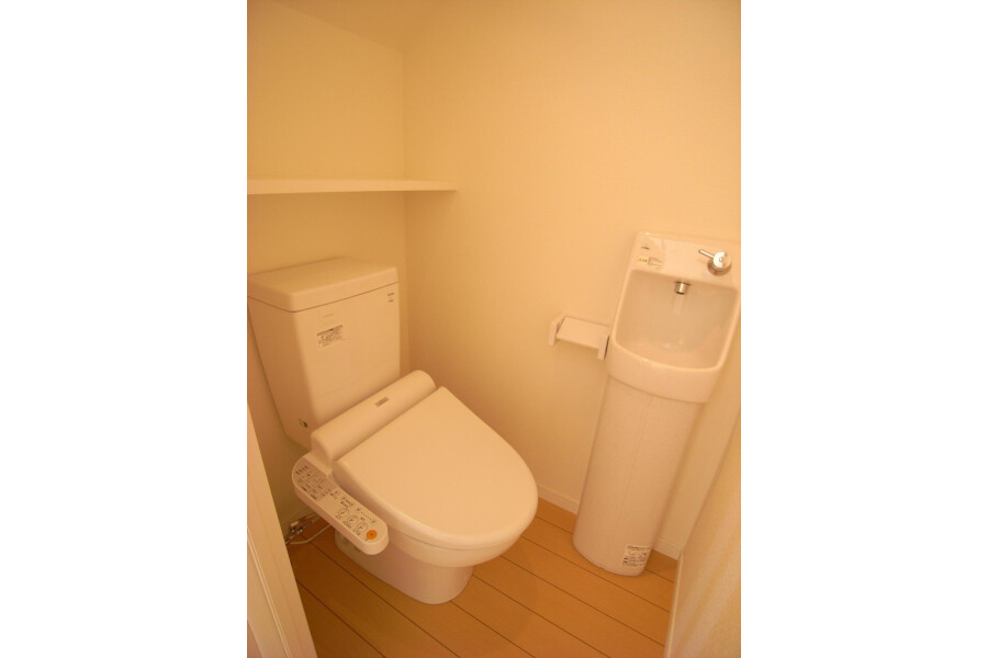 1R Apartment to Rent in Setagaya-ku Toilet