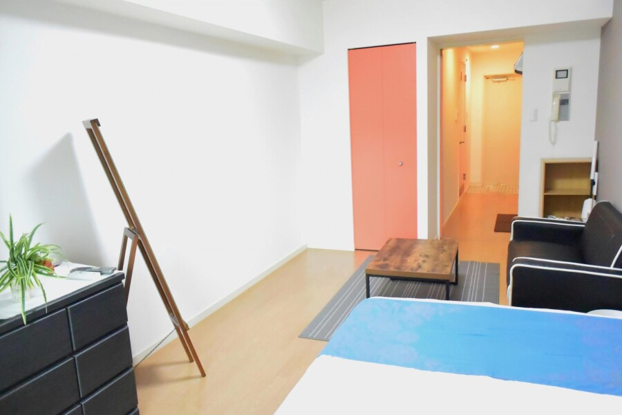 1K Apartment to Rent in Osaka-shi Naniwa-ku Living Room