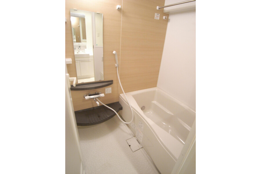 2LDK Apartment to Rent in Setagaya-ku Bathroom