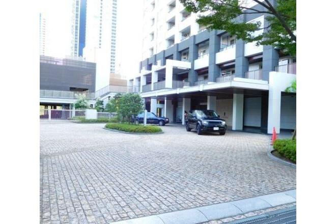 3LDK Apartment to Buy in Minato-ku Parking