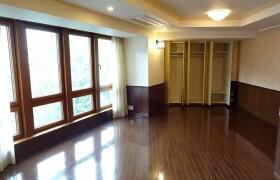 1K {building type} in Minamiaoyama - Minato-ku