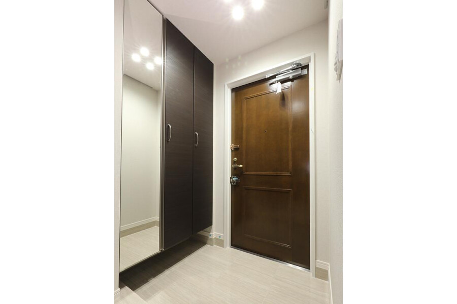 1LDK Apartment to Buy in Chuo-ku Entrance