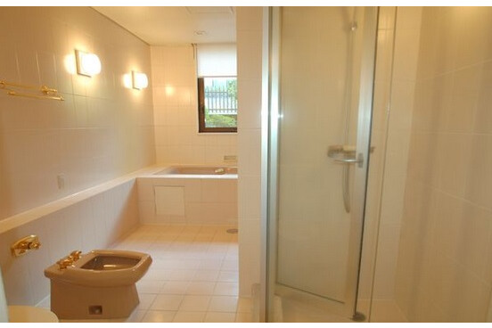 4LDK Apartment to Rent in Shibuya-ku Bathroom