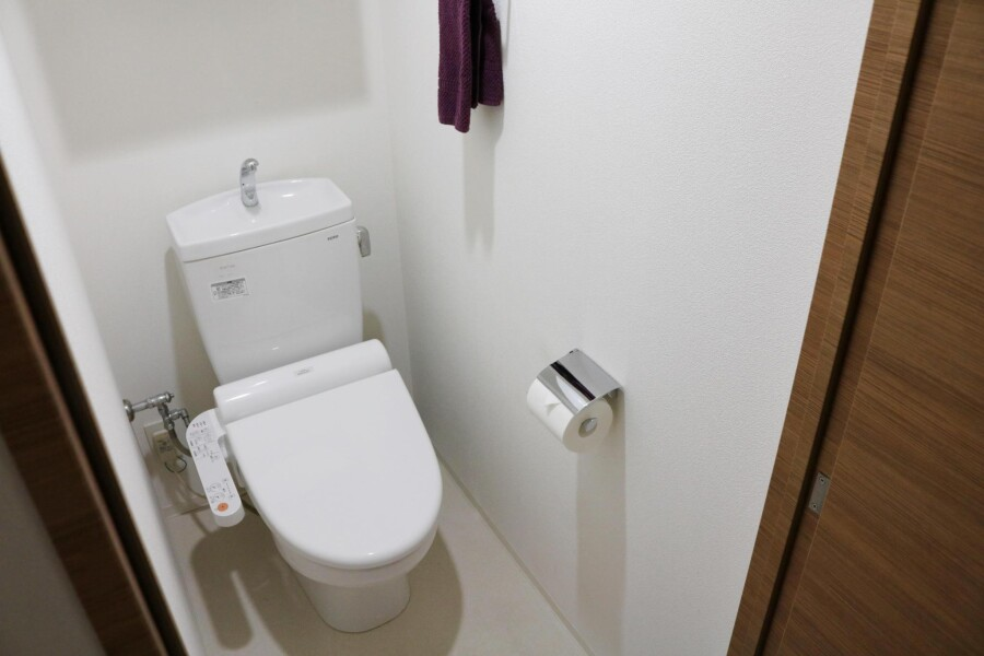 1K Apartment to Rent in Shinjuku-ku Toilet