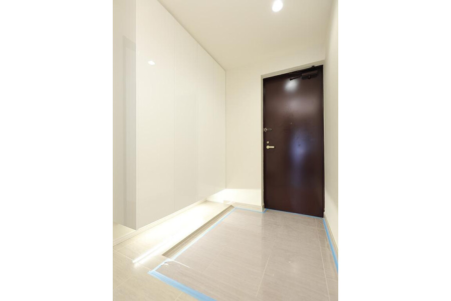 2SLDK Apartment to Buy in Meguro-ku Entrance