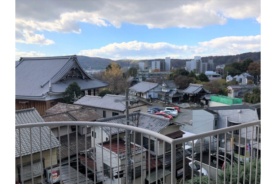 1R Apartment to Buy in Kyoto-shi Yamashina-ku Outlook