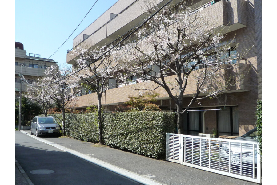 3LDK Apartment to Rent in Suginami-ku Exterior